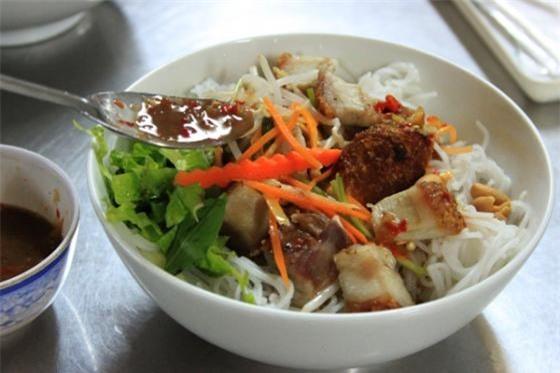 Bún mắm nêm Đà Nẵng vừa ăn vừa xuýt xoa