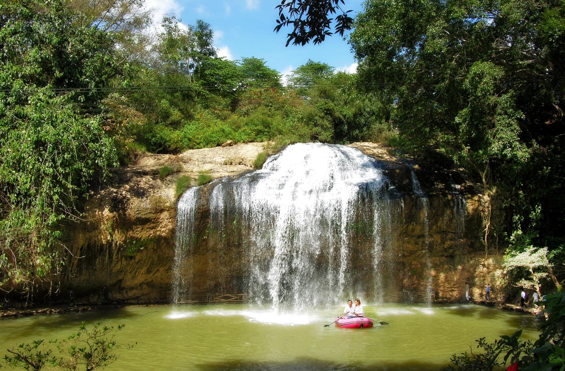 Về Đà Lạt ghé thác Prenn