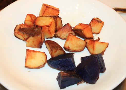 Tự làm món ếch um khoai tây cho cả nhà