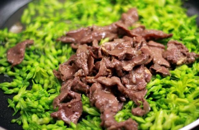 Thịt bò xào hoa thiên lý dân dã mà ngon miệng