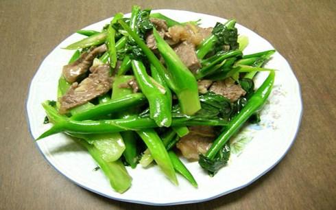 Cách xào thịt bò mềm ngon với các món rau phổ biến