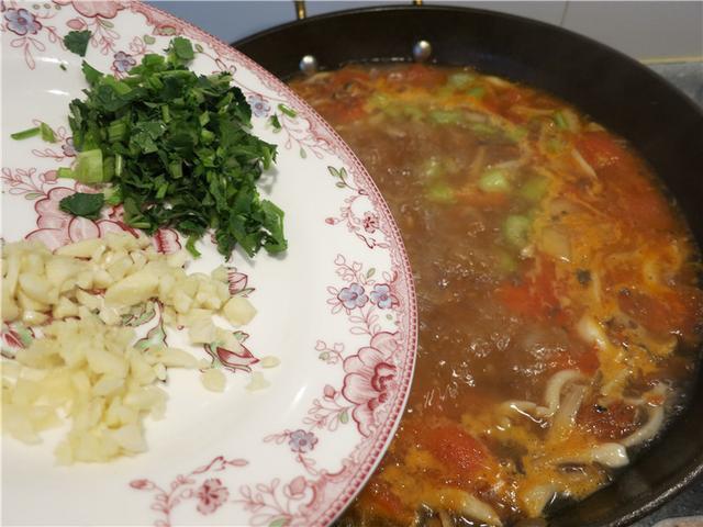Canh thịt bò nấu nấm ngon ngay từ miếng đầu tiên