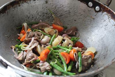 Ngon cơm với thịt bò xào thập cẩm